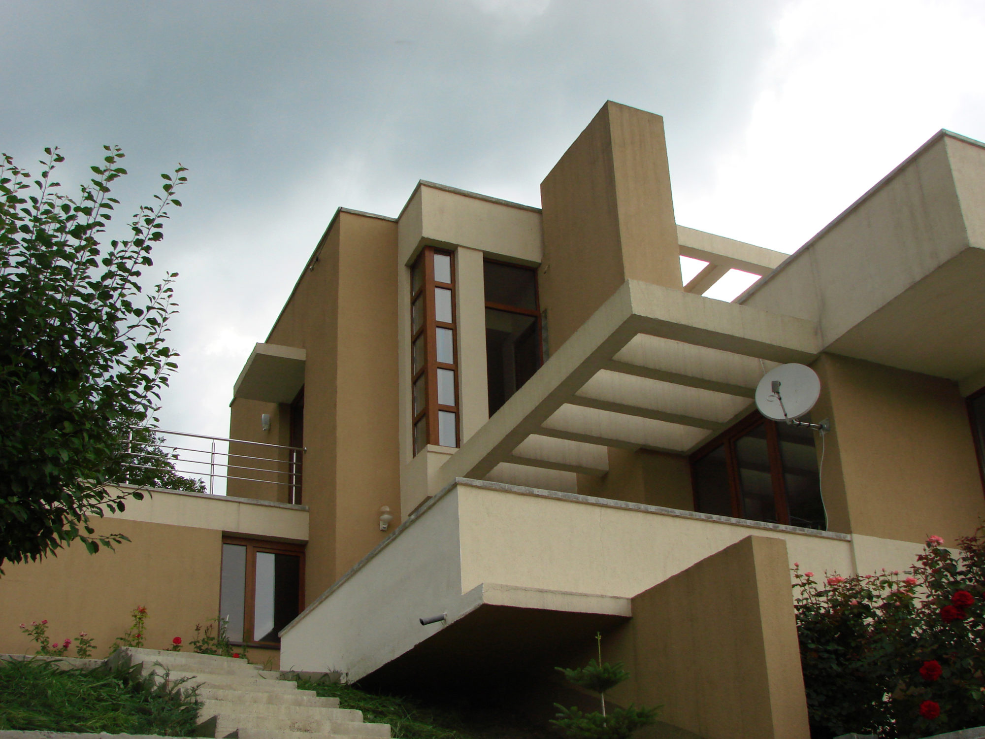 Casa SARATA MONTEORU