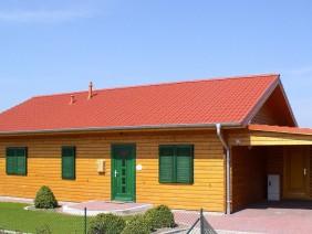 Decorarea exterioara a unei case de lemn de inalta calitate: Cum se pastreaza efectul pentru o lunga perioada de timp?